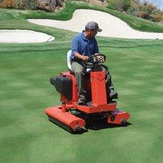 Golfplatztechnik: Turfco - Widespin 1550 TM / TEC Aufsattel-Hochleistungsbesander