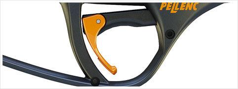 Das Doppelschaltersystem ermöglicht mit einem Druck den Wechsel von der justierten Klingenöffnungsweite zur maximalen Öffnung. Die Bedienung des Geräts ist schneller und einfacher.