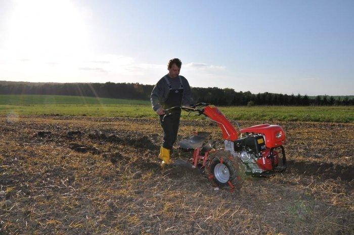 Im Einsatz bei der Bodenbearbeitung
