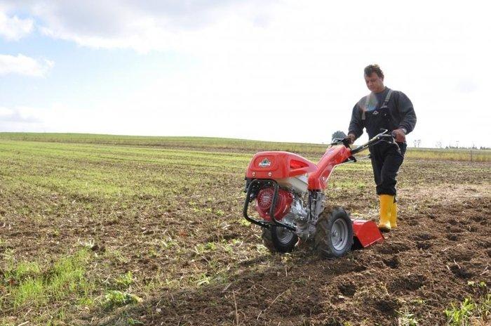 Im Einsatz mit Bodenfräse