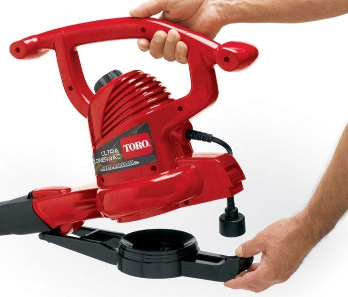 Umrüstung ohne Werkzeuge  Mit dem Schnellkupplungsriegel wandeln Sie den Bläser in Sekunden ohne Werkzeuge in einen Sauger um.