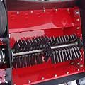 Messerwerk mit Sicherheitstechnik Die Messerklingen werden beim V-620 durch Federn seitlichverspannt. Wenn der Widerstand (durch Fremdkörper) zu groß ist, weichen die Messerklingen aus.