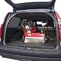 Transportfreundlich durch den umklappbaren Führungsholm lässt sich selbst der V-620 im Kofferraum eines Kombi sicher transportieren.