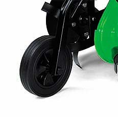 1 Transportrad: Die kleine VIKING Motorhacke verfügt zum Transport über ein speziellesTransportrad, das zum Arbeiten hochgeklappt wird.