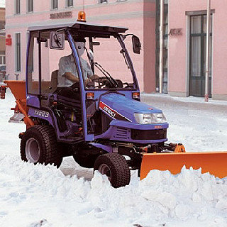 Mieten                                          Winterdienst:                     - - Winterdiensttraktor (mieten)