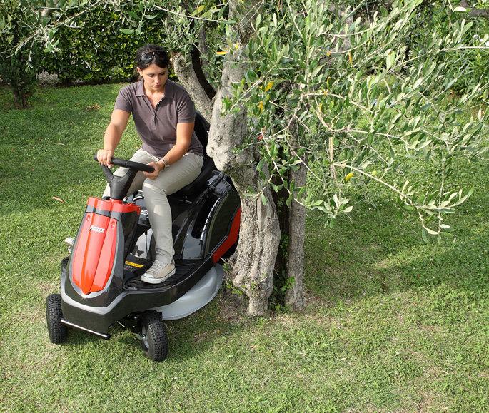 Kleiner Wendekreis:  Der kleine Wendekreis ermöglicht geschickte Manöver um jedes noch so kleine Hindernis. Bäume können mühelos umfahren werden.