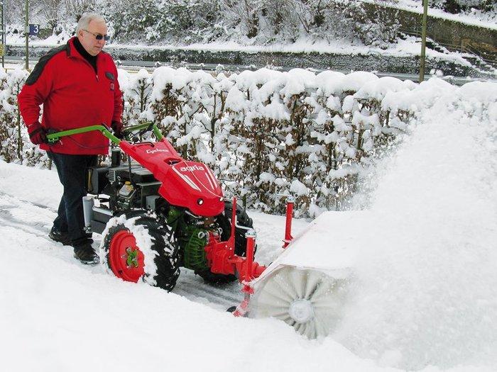 agria 5900 Cyclone mit Anbaukehrmaschine