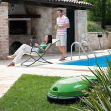 Integrierter Diebstahlschutz: Damit Sie Ihren iMow nicht an der Kette im Garten halten müssen, gibt er, sobald er unberechtigt bewegt, umgestoßen oder angehoben wird, ein akustisches Warnsignal von sich.