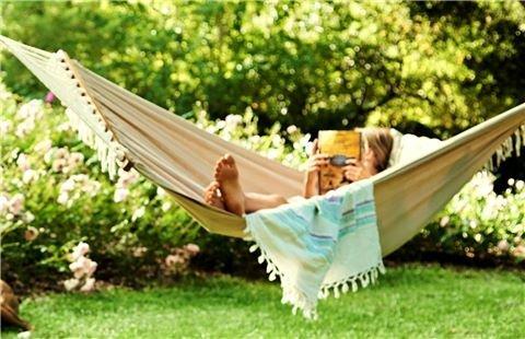 Entspanntes Leben  Der Rasen ist häufig das Herzstück des Gartens. Wenn der Mähroboter die Rasenpflege übernimmt, haben Sie Mäh-Frei und können sich entspannt zurücklehnen. So einfach geht das. Informieren Sie sich auf dieser Website welcher Mähroboter von GARDENA der richtige für Ihren Garten ist und los geht es.