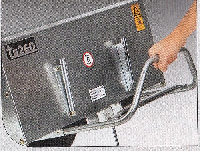 Ausziehbarer Entleerungsbügel Der TA 260 lässt sich mit dem ausziehbaren Bügel und der Kippvorrichtung leicht entleeren.